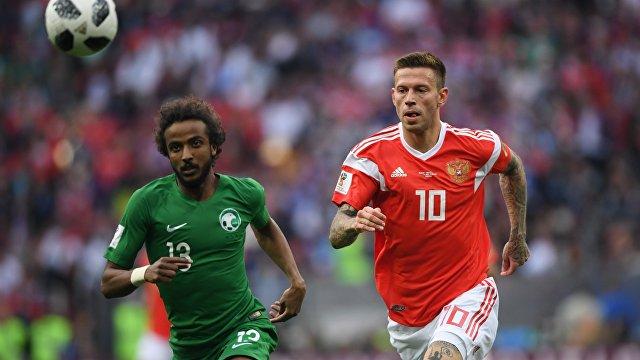 Слева направо: Ясир Аш-Шахрани (Саудовская Аравия) и Федор Смолов (Россия)