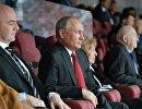 Президент РФ Владимир Путин и президент FIFA Джанни Инфантино (слева)