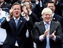 Премьер-министр Великобритании Дэвид Кэмерон и мэр Лондона Борис Джонсон на параде в честь олимпийцев и паралимпийцев