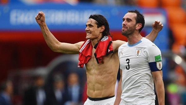 Футболисты сборной Уругвая Эдинсон Кавани и Диего Годин (слева направо)