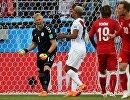 Вратарь сборной Дании Каспер Шмейхель после незабитого соперником пенальти