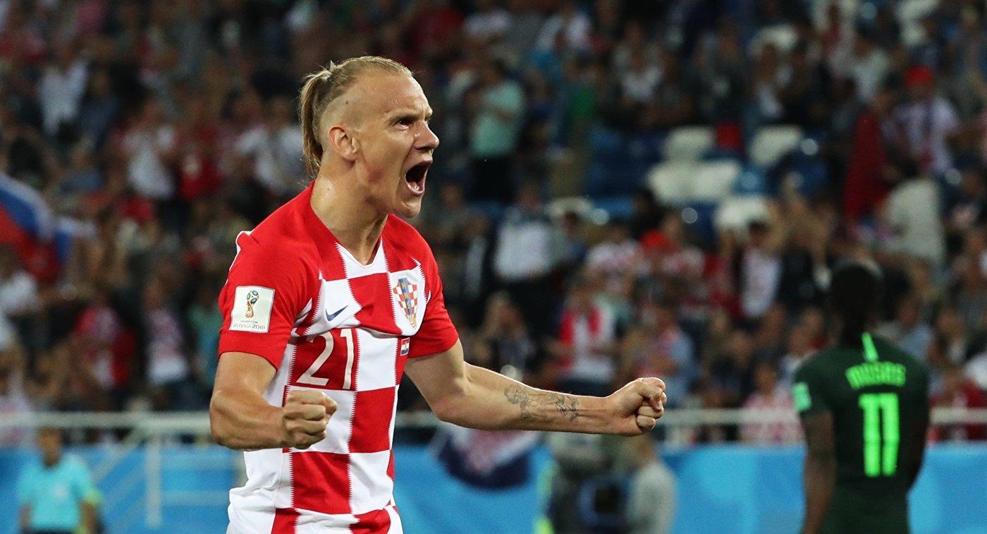 Защитник хорватской сборной Домагой Вида радуется забитому голу