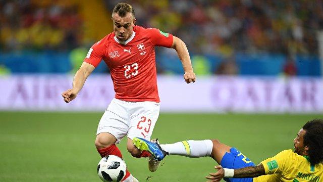 Полузащитник сборной Швейцарии Джердан Шакири и защитник сборной Бразилии Марсело (Слева направо)