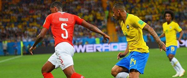 Защитники сборной Швейцарии и Бразилии Мануэль Аканджи и Данило соответственно (Слева направо)