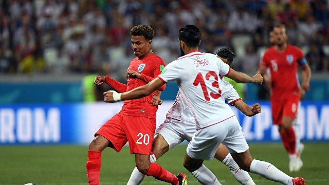 Полузащитник англичан Деле Алли и опорный полузащитник сборной Туниса Ферджани Сасси (Слева направо)