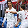 Форвард сборной Португалии Криштиану Роналду (слева) радуется забитому мячу