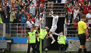 Форвард сборной Португалии Криштиану Роналду радуется забитому мячу