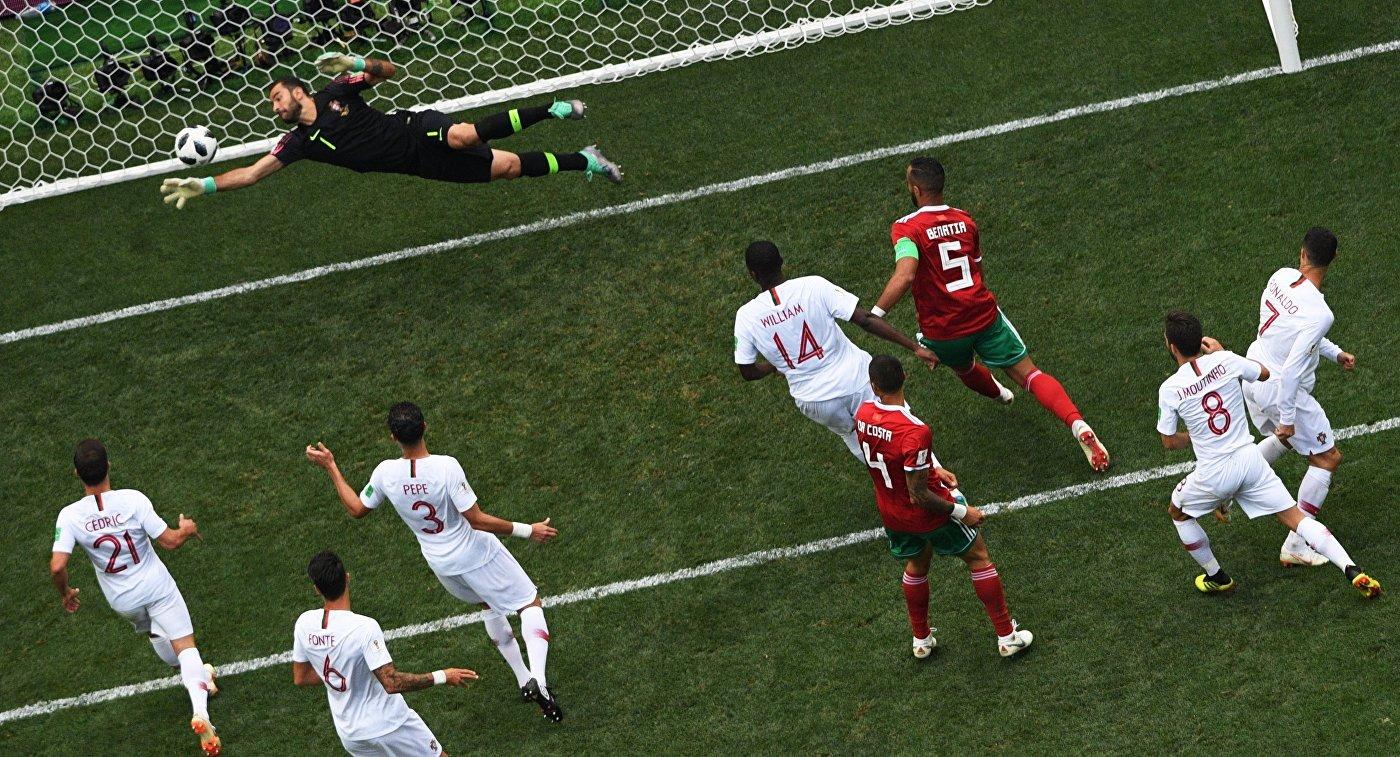 Игровая ситуация у ворот сборной Португалии в матче с Марокко