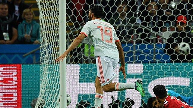 Форвард сборной Испании Диего Коста радуется забитому мячу