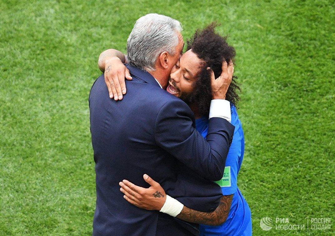 Главный тренер сборной Бразилии Тите и  защитник бразильцев Марсело (слева направо
