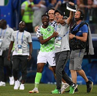 Форвард сборной Нигерии Ахмед Муса радуется победе