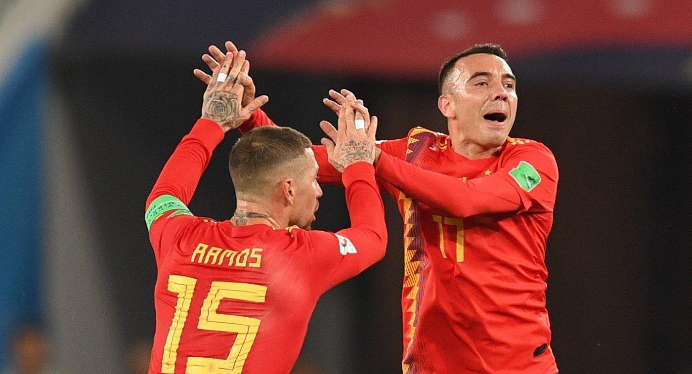 Футболисты сборной Испании Серхио Рамос и Яго Аспас (слева направо)