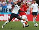 Защитник сборной Франции Бенжамен Менди и французский полузащитник Мартин Брейтуэйт (Слева направо)