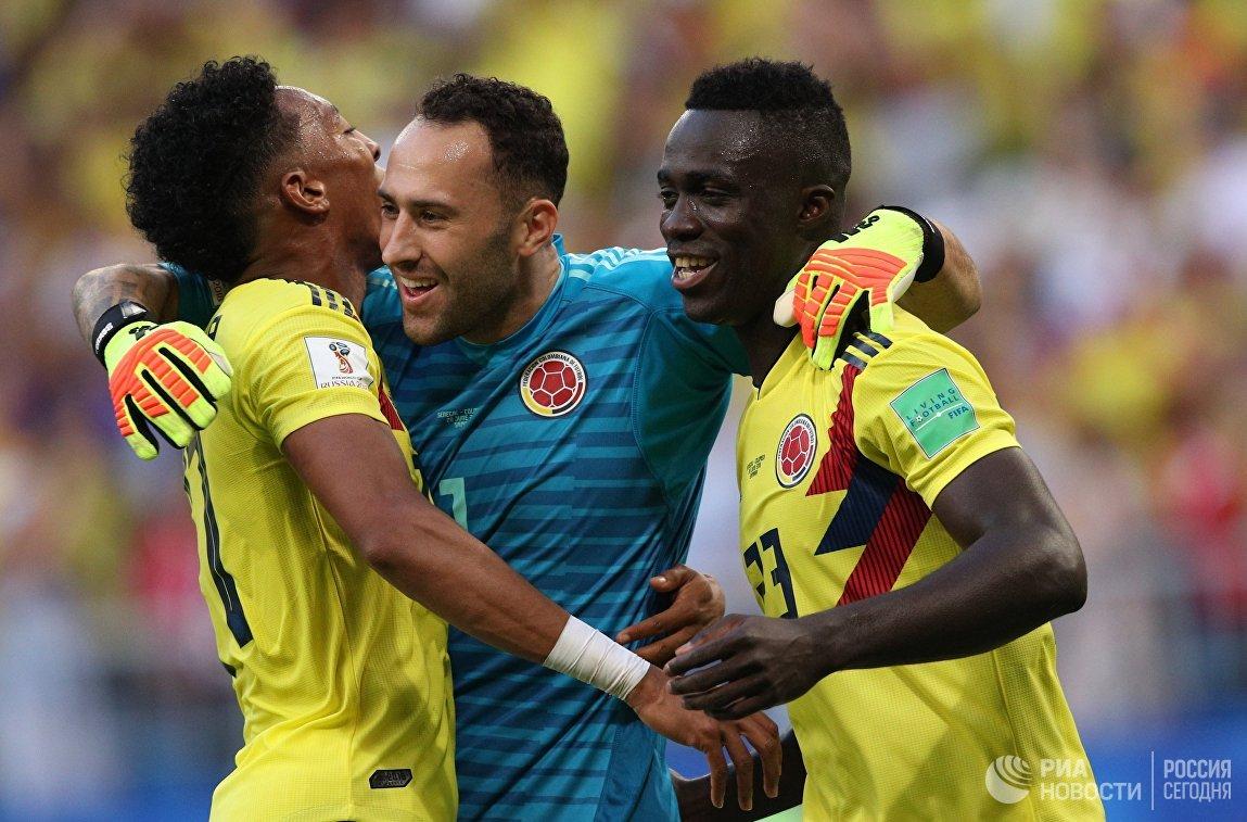 Футболисты сборной Колумбии Хоан Мохика, вратарь Давид Оспина и Давинсон Санчес (слева направо)