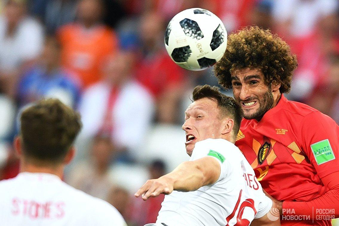 Защитник сборной Англии Фил Джонс и хавбек сборной Бельгии Маруан Феллайни (слева направо)