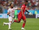Форвард сборной Туниса Наим Слити и хавбек сборной Панамы Анибаль Годой (слева направо)