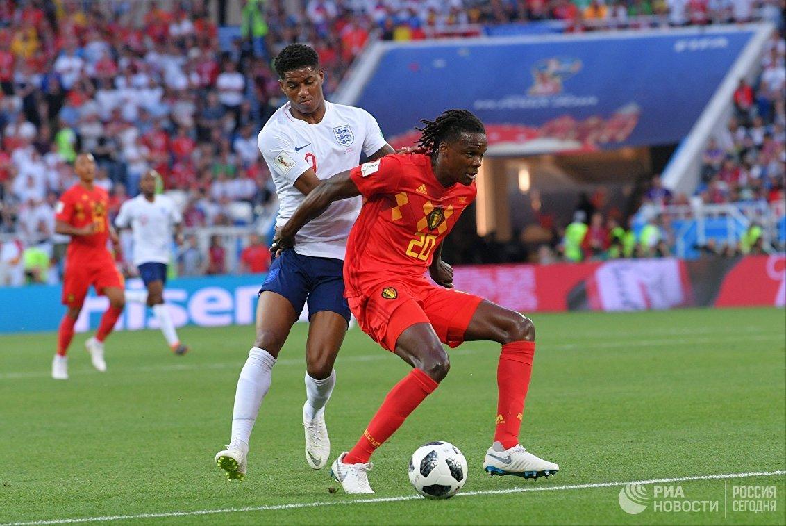 Форвард сборной Англии Маркус Рэшфорд и защитник сборной Бельгии (слева направо)
