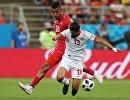 Хавбек сборной Панамы Анибаль Годой и полузащитник сборной Туниса Ферджани Сасси (слева направо)
