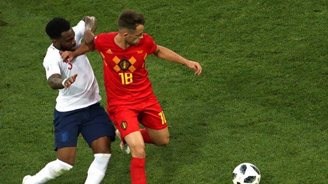 Защитник сборной Англии Дэнни Роуз и хавбек сборной Бельгии Аднан Янузай (слева направо)