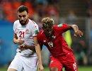 Защитник сборной Туниса Хамди Наггез и полузащитник сборной Панамы Рикардо Авила (слева направо)