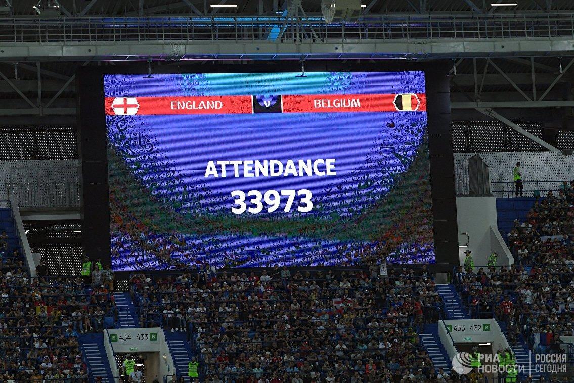 Табло с информацией о количестве зрителей на матче Англия - Бельгия