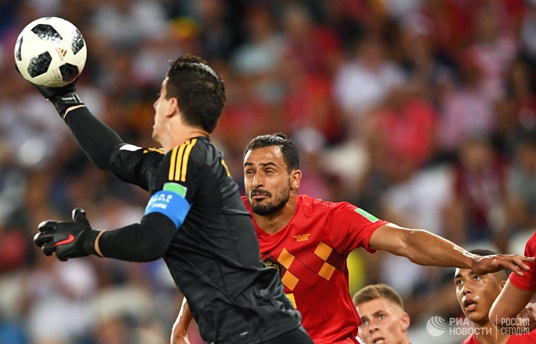 Вратарь сборной Бельгии Тибо Куртуа и хавбек сборной Бельгии Леандер Дендонкер (слева направо)
