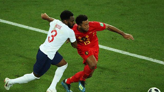 Защитник сборной Англии Дэнни Роуз и защитник сборной Бельгии Тома Мёнье (слева направо)