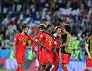Футболисты сборной Бельгии Насер Шадли, Маруан Феллайни и Миши Батшуайи (слева направо) радуются победе
