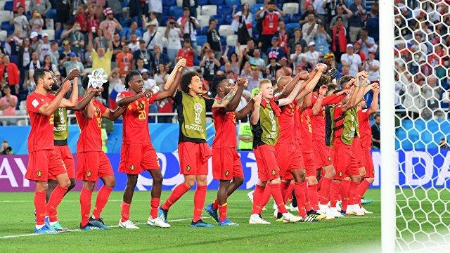 Футболисты сборной Бельгии радуются победе