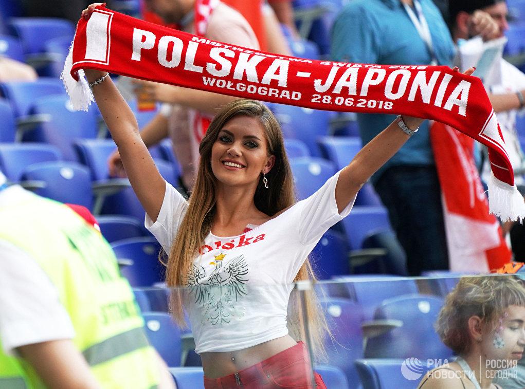 Болельщица перед матчем группового этапа чемпионата мира между сборными Японии и Польши
