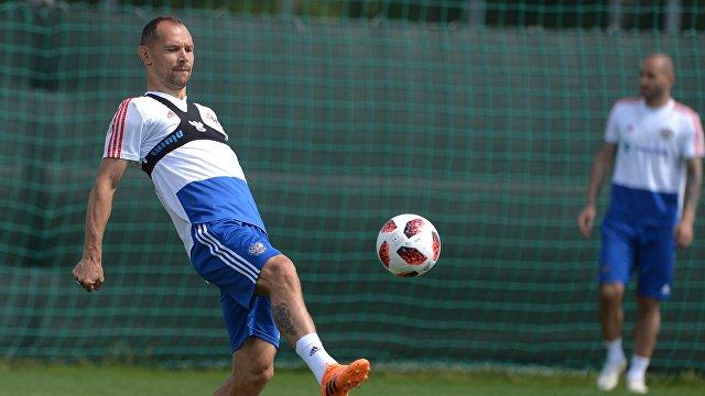 Сергей Игнашевич на тренировке сборной России