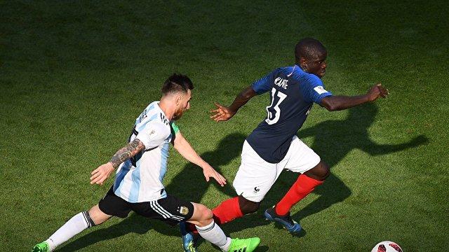 Аргентинский нападающий Лионель Месси и французский полузащитник Нголо Канте (Слева направо)