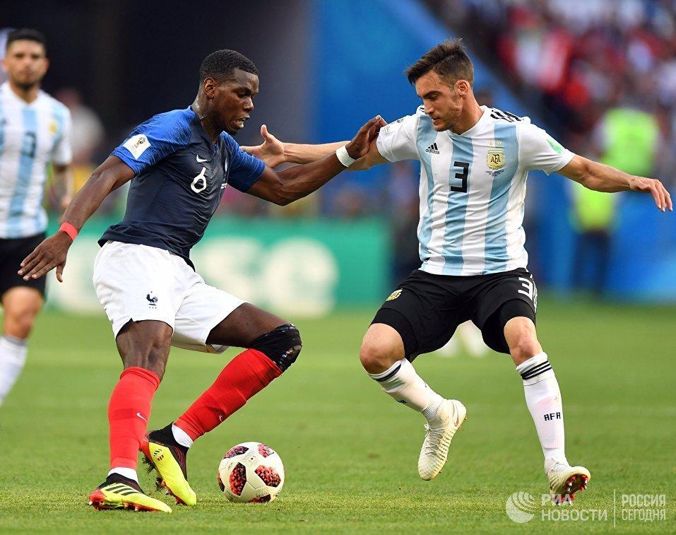 Французский полузащитник Поль Погба и аргентинский защитник Николас Тальяфико (Слева направо)