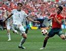 Российский защитник Илья Кутепов и полузащитник сборной Испании Иско