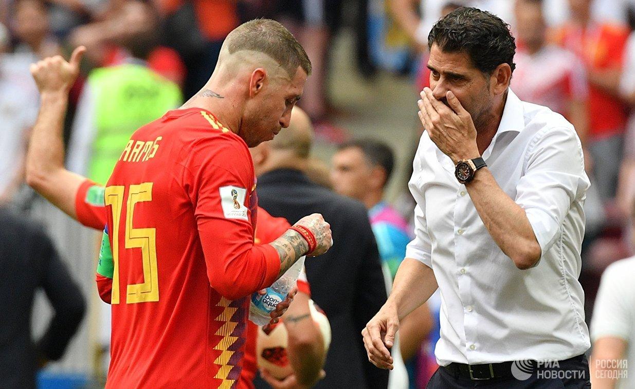 Испанский защитник Серхио Рамос и главный тренер сборной Испании Фернандо Йерро