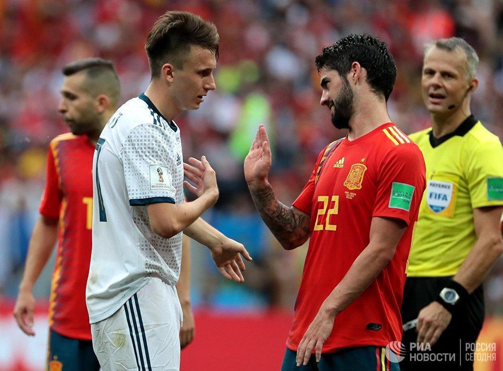 Футболист сборной России Александр Головин и испанский полузащитник Иско