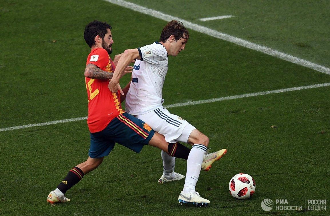 Испанский полузащитник Иско  и защитник сборной России Марио Фернандес