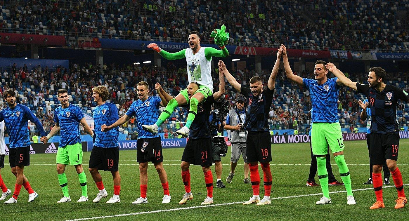 Футболисты сборной Хорватии радуются победе