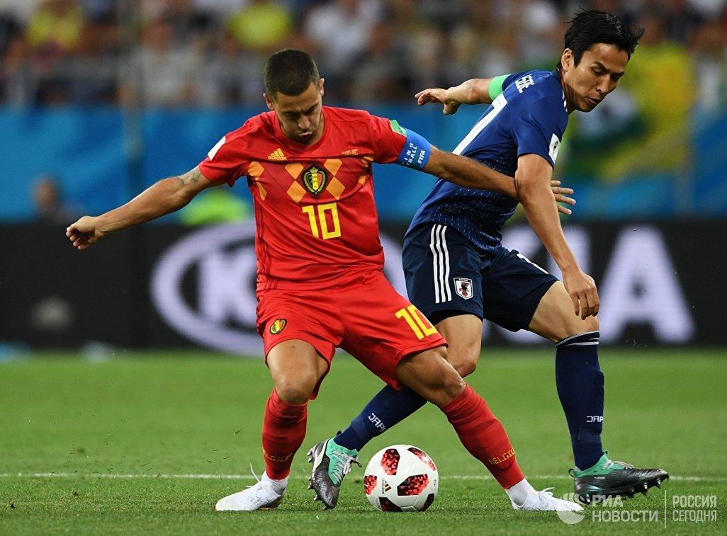 Бельгийский полузащитник Эден Азар и японский хавбек Макото Хасэбэ (слева направо)