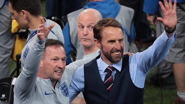 Главный тренер сборной Англии Гарет Саутгейт (справа)