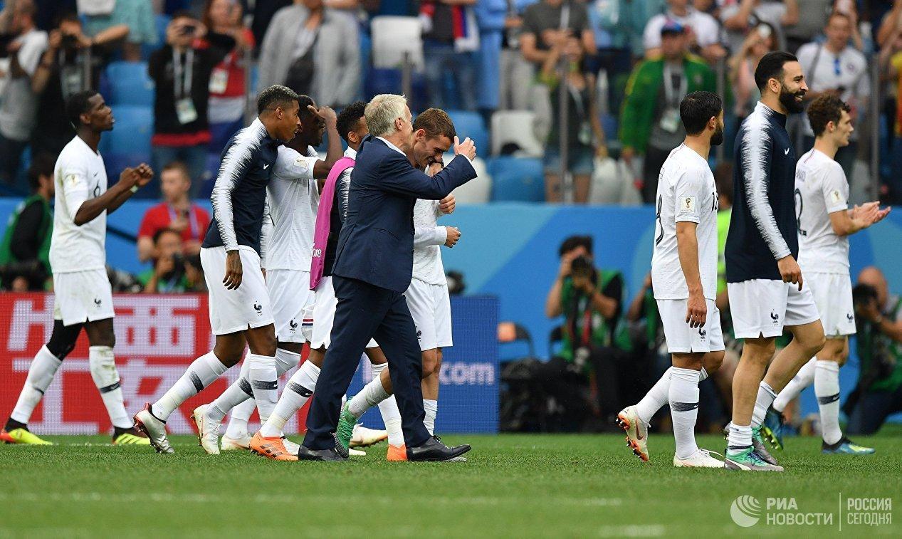 Два гола уругвайца Кавани отправили Криштиану Роналду