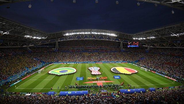 Футболисты и болельщики перед матчем Бразилия - Бельгия