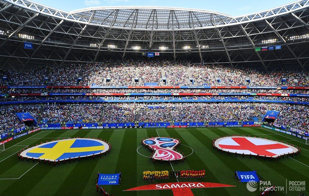 Футболисты сборных Швеции и Англии