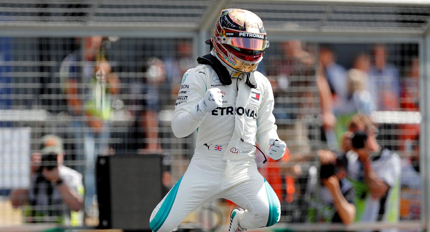 """Хэмилтон стал лучшим во всех трех практиках на Гран-при Японии """"Формулы-1"""""""