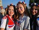 Болельщицы перед матчем ЧМ-2018 между сборными России и Хорватии в Сочи