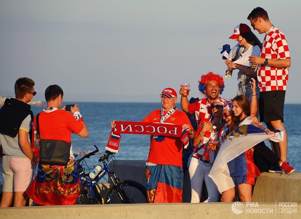 Болельщики перед началом матча 1/4 финала чемпионата мира между сборными России и Хорватии