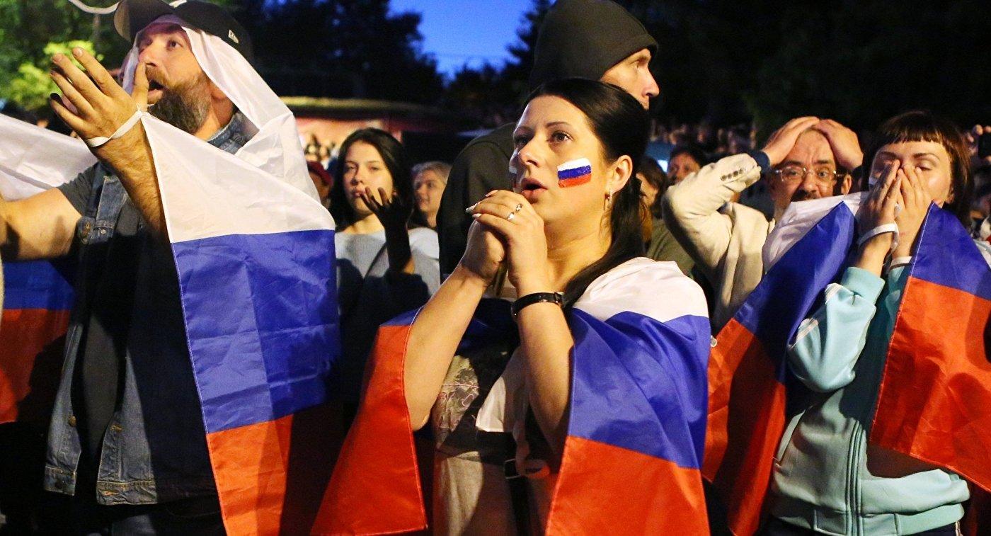 Болельщики во время просмотра матча между сборными России и Хорватии