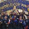 Футболисты сборной Франции  на церемонии награждения победителей чемпионата мира по футболу