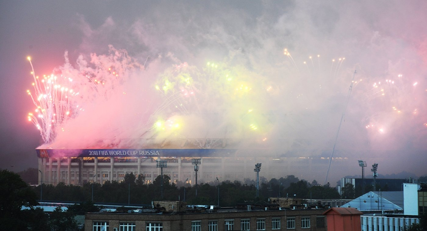 Салют в честь окончания ЧМ-2018 по футболу