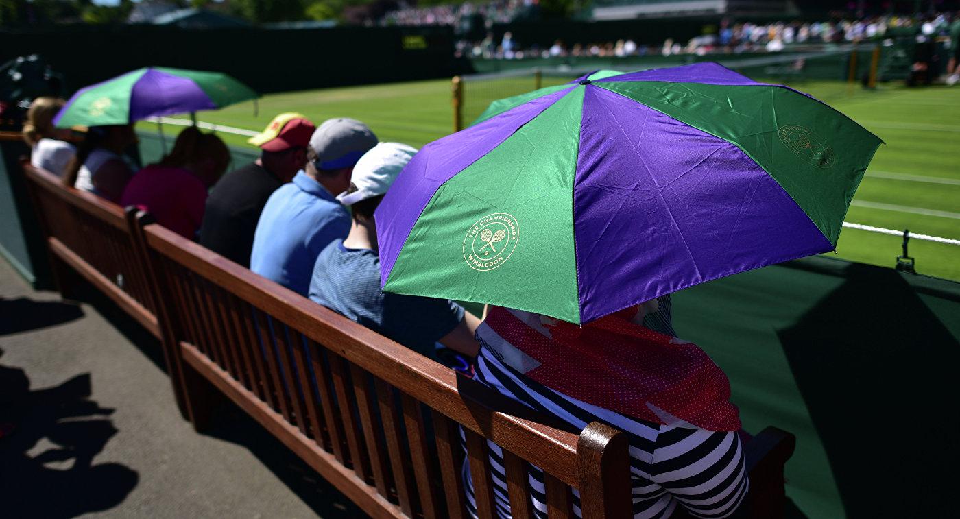 Зрители на Уимблдонском теннисном турнире